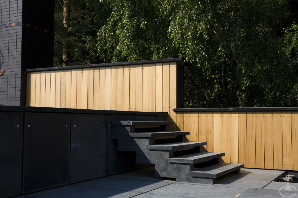 A short stairway to an outdoor deck